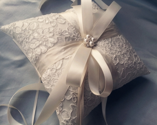 Alencon lace uses in wedding favor