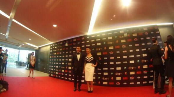 Quan Yifeng in a black-and-white bustier, and Chen Hanwei wears Fendi